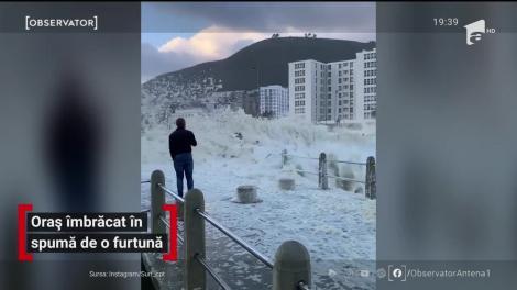 Oceanul s-a făcut spumă în Cape Town, Africa de Sud