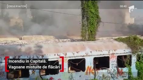 Incendiu în Capitală! Trei vagoane de tren au ars ca o torţă! Fumul dens putea fi văzut de la câțiva kilometri