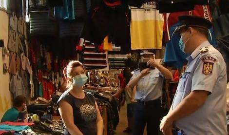 Cum a arătat prima noapte cu mască de protecție obligatorie pe stradă. În Argeș, polițiștii locali au putut da amenzi pentru nerespectarea regulilor