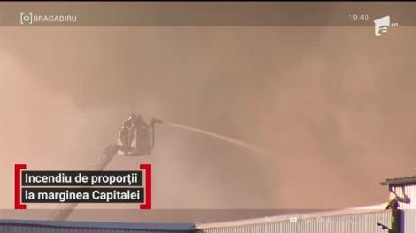 Incendiu de proporții la marginea Capitalei