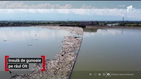 Insulă de gunoaie pe râul Olt