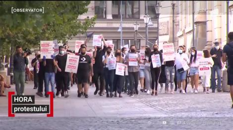 Sute de angajaţi din restaurante şi hoteluri din toată ţara şi-au strigat nemulţumirea în stradă