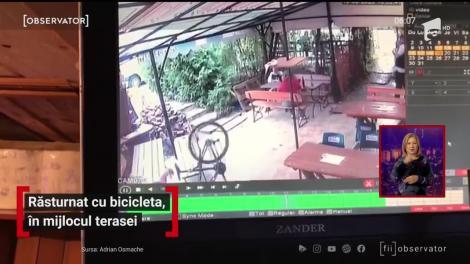 Amuzant! A căzut de pe bicicletă chiar în mijlocut unei terase din centrul Braşovului