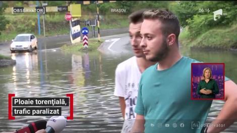 Ploaie torențială, trafic paralizat în Braşov și Covasna