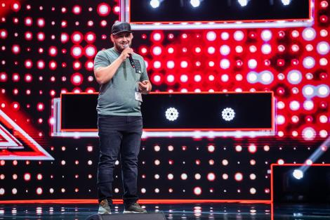 """Florin Doleanu a mizat pe o melodie proprie și a primit 3 DA. Versurile profunde i-au emoționat pe jurații """"X Factor"""""""