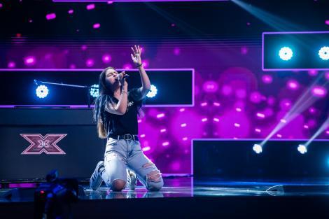 """Lavinia Jitaru, concurenta de doar 16 ani care a cucerit juriul """"X Factor"""" cu o melodie interpretată la pian"""