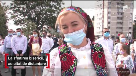 O mare de oameni s-a strâns în centrul oraşului Oradea la slujba de sfințire a bisericii