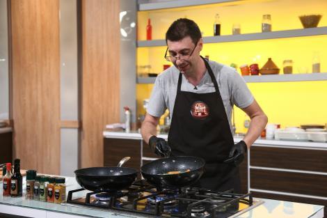 Cătălin Voicu gătește piept de curcan cu sos de muștar: Consider că mâncarea pe care o fac are gust!