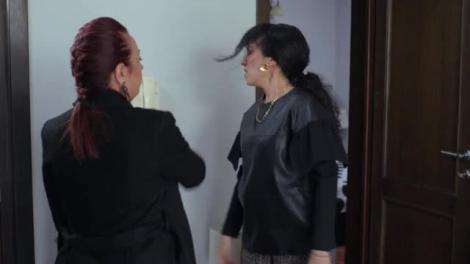 Ceartă între Narcisa și Veorica: Mergi acasă și te încui în cameră, nu vreau să am desfrânate șa ușă!