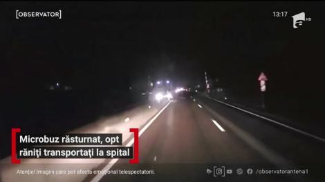 Imagini şocante! Momentul în care un microbuz plin cu pasageri s-a răsturnat, în Prahova