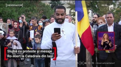 Slujbă cu proteste și mesaje Ro-Alert la Catedrala din Iași