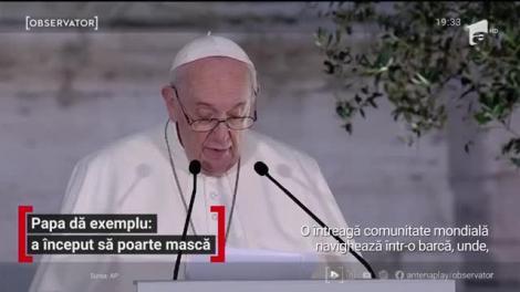 Papa dă exemplu: a început să poarte mască