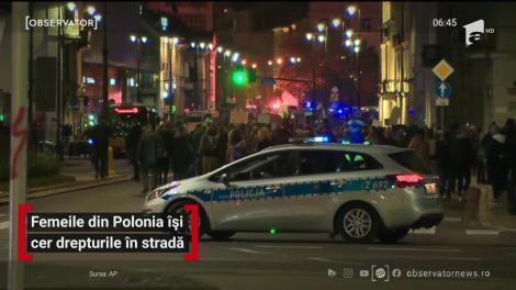 Femeile din Polonia își cer drepturile în stradă