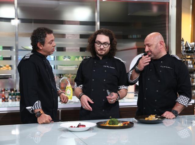 Banda i-a băgat la flotări pe concurenții Chefi la cuțite! Cine a câștigat proba?