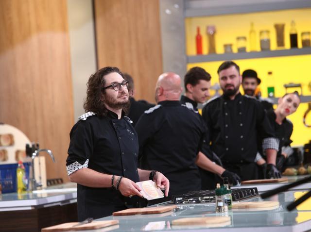 Doi concurenți, blocați timp de 30 de minute! Chef Florin Dumitrescu atacă cu o amuletă