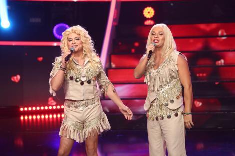 """Liviu Vârciu & Andrei Ștefănescu se transformă în trupa Blondy - """"Ai greșit"""", la Te cunosc de undeva!"""