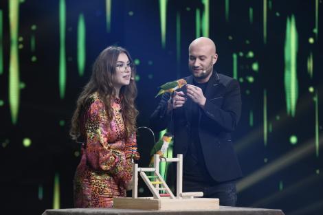 Bianca Sasu, dresaj de papagali: Îl invit pe Bendeac să se joace cu păsărica!