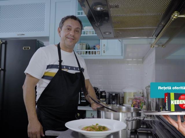 Chef Sorin Bontea pregătește tocaniță de pui cu ceapă. La ce trucuri apelează în bucătărie