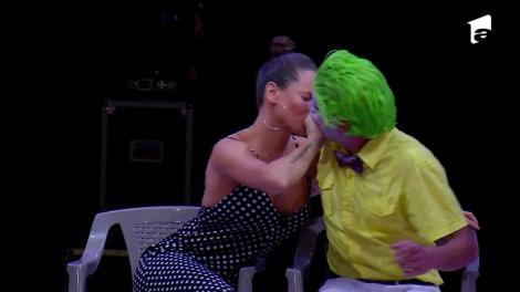 Raluka, sărut mimat pe scena circului: A fost foarte drăguț. M-am simțit foarte bine