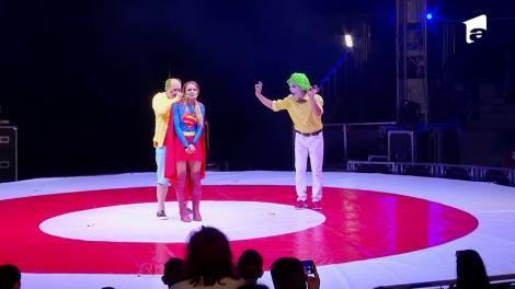 Vedetele lui Nea Mărin fac spectacol în fața publicului venit la circ