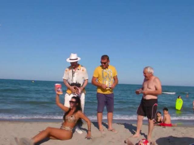 Daniela Crudu, promoter pe plaja din stațiunea Saturn!