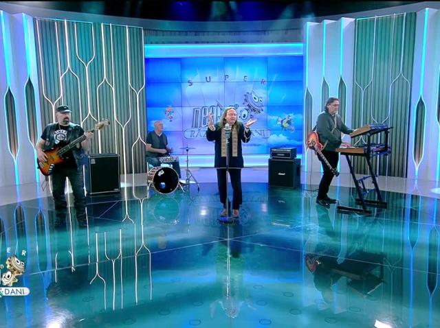 Mike Godoroja și Blue Spirit cântă piesa Amintiri din Vama Veche, la Neatza cu Răzvan și Dani