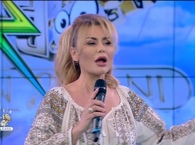 Emilia Ghinescu cântă piesa Azi, mai mult ca niciodată, la Neatza cu Răzvan și Dani