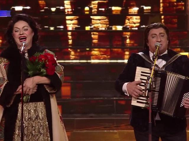 Adriana Trandafir și Romică Ţociu se transformă în Maria Tănase & Fărâmiţă Lambru și cântă un potpuriu de melodii populare la Te cunosc de undeva!
