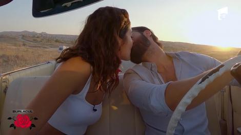Melissa și Andi, single date într-o plimbare cu o maşină de epocă!