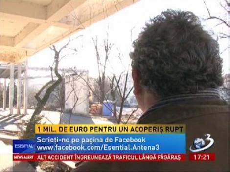 O bucată din acoperişul de 1 milion de euro de la SJU Baia Mare s-a prăbuşit