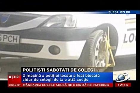 Roţile unei maşini de poliţie din Iaşi, blocate de către colegii săi de la o altă secţie