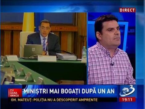 Radu Tudor: Până în 2004 Traian Băsescu se îmbrăca în costume ieftine, proaste şi care stăteau pe el ca pe gardul instituţiei