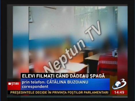 Elevii de la Dimitrie Leonida din Constanţa, filmaţi când dădea şpagă profesorilor