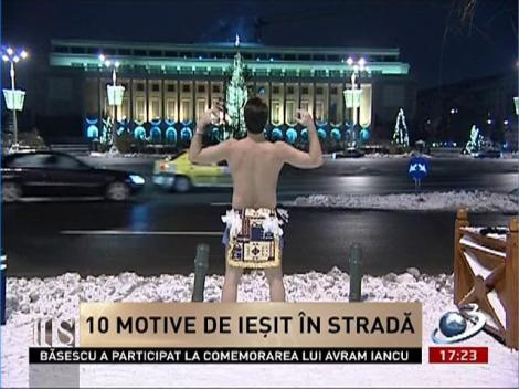 Secvenţial: Imagini de senzaţie cu Mircea Badea, de la protestul la bustul gol din faţa Guvernului