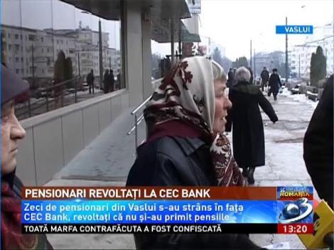 Pensionarii din Vaslui au protestat în faţa CEC Bank