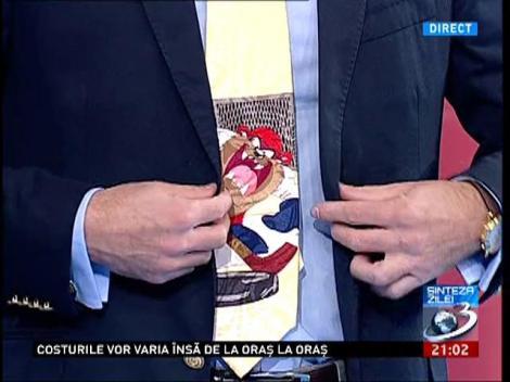 Mircea Badea are o căciuliță tare jucăușă și o cravată cu Taz
