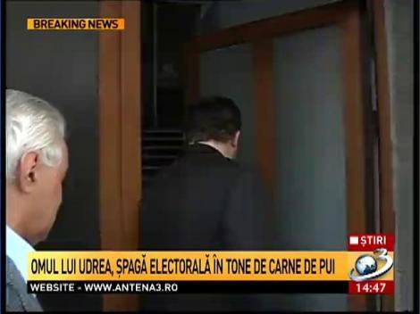 Omul lui Udrea, şpagă electorală în tone de carne de pui