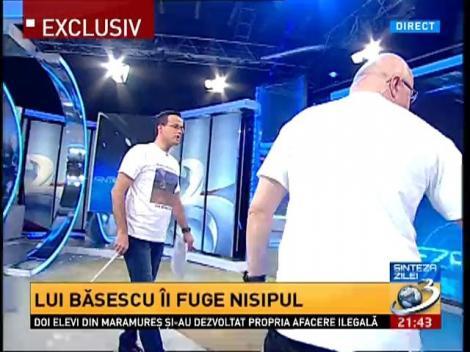 Mihai Gâdea a desenat în direct pe nisip: Udrea+Nana=Love?