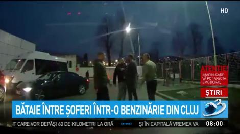 Bătaie între șoferi, într-o benzinărie din Cluj-Napoca! O cameră de supraveghere a surprins totul - Video
