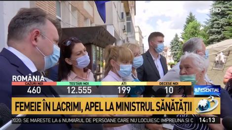 """Momentul emoționant ce l-a făcut pe ministrul Sănătății să încalce distanțarea socială: """"Vă implor, în numele lui Dumnezeu!"""""""