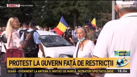 """Protest în Piața Victoriei, împotriva măsurilor de carantină și izolare. Sute de oameni, fără măști, cer libertate: """"Jos dictatura!"""""""