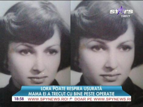 Mama Lorei când era adolescentă