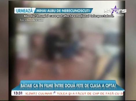 Imagini şocante într-o şcoală din Baia Mare. Doua eleve de 14 ani s-au luat la bataie în sala de clasă