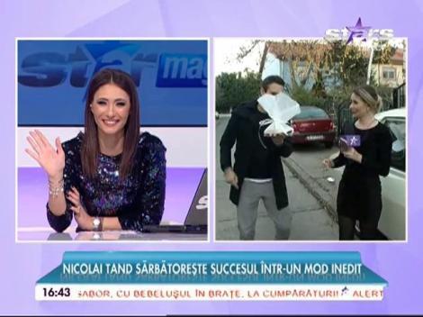 Nicolai Tand sărbătorește succesul din mașina lui de colecție