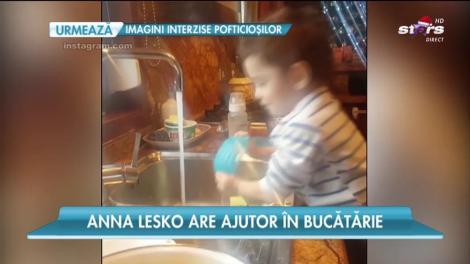 Anna Lesko are ajutor în bucătărie