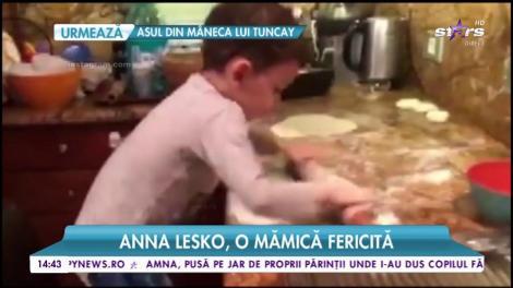 Fiul Annei Lesko, ajutor de nădejde în bucătărie