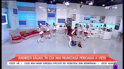 VIDEO WOW! Andreea Bălan, îmbrăcată într-un body sexy şi sclipitor, a făcut câteva prize spectaculoase cu Petrişor