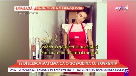 Adelina Pestriţu a trecut la cratiță! Sexy, dar cu hainele pe ea, gospodina le-a pregătit fanilor o salată de vinete. Există ceva mai... gustos?