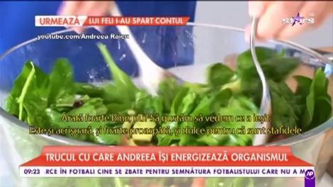 Trucul cu care Andreeea Raicu își energizează organismul. Vedeta pregătește salată cu spanac