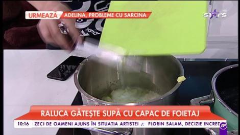 Raluca gătește supă cu capac de foietaj